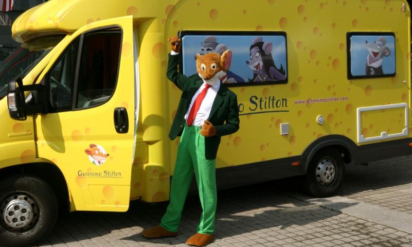 Geronimo Stilton è in tour a bordo del suo camper color formaggio!