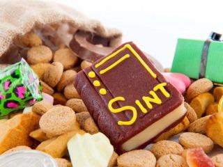 Banketstaven, pepernoten en chocoladeletters